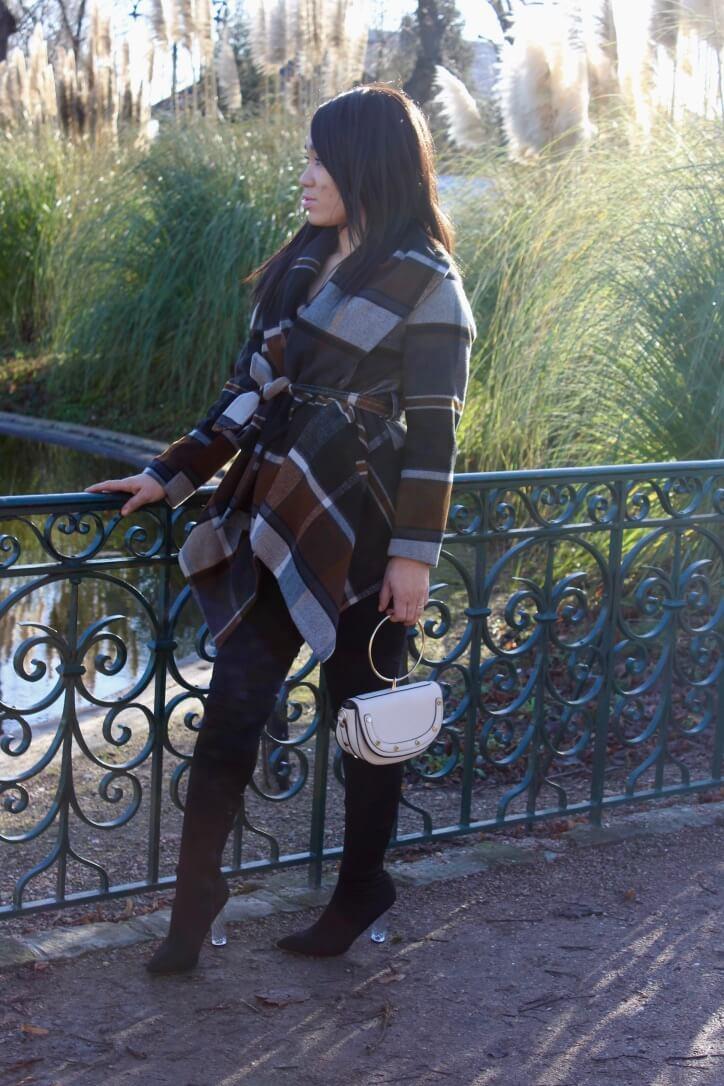 Manteau drapé à carreaux